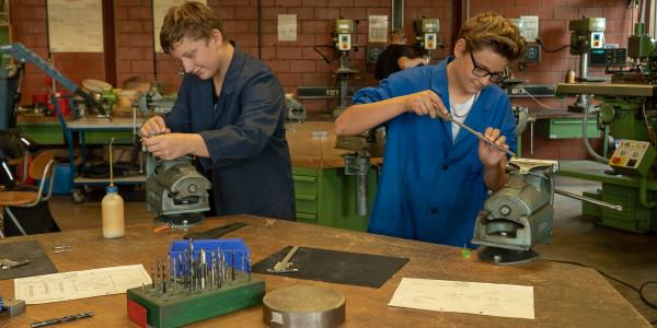 Praktischer Unterricht im Fach AMT (angewandte Metalltechnik)